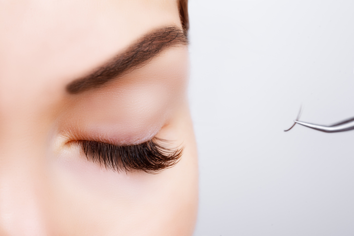 Woman-Eye-with-Long-Eyelashes.-Eyelash-Extension.-Lashes,-close-up,-600139912_726x484.jpeg