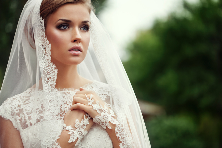 Young-Beautiful-bride-143920397_725x483.jpeg