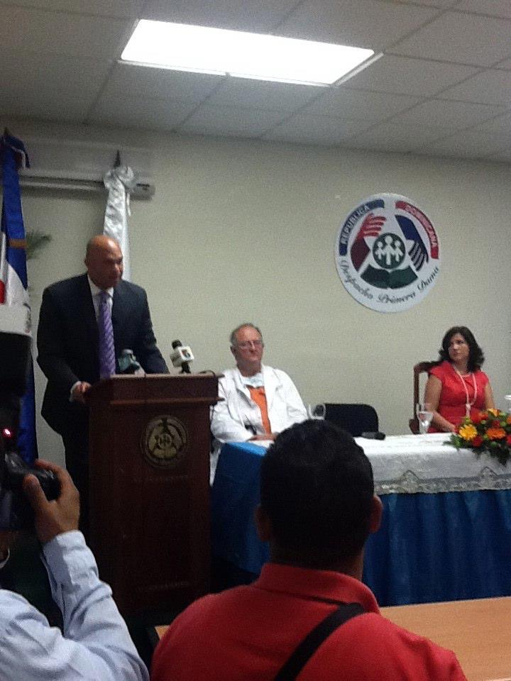 Alberto Marzan addressing the national Dominican media at a press confrence with former First Lady now Vice President Margarita Fernandez, Dr. William Novic at Roberto Bustamante hospital Santo Domingo, Dominican Republic.