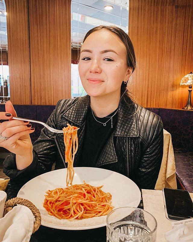 Pasta is truly the key to my heart ♥️ #italiannights ⠀ ⠀ ⠀ ⠀ #discoverunder10K #forahappymoment #exploriningitaly #italia #chicagoblogger #tmymtravels