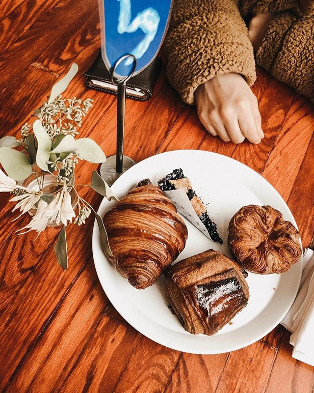 We'll have once of each, please 😋 ⠀ ⠀ @mitch_fawsman and I checked out @cellardoorprovisions (I'm basically on the hunt for the best 🥐 croissants in Chicago). I read about this cute little place in an article, and am so glad we checked it out. ⠀ ⠀ We tried a buckwheat pastry, a chocolate croissant, a plain #croissant & a berry tart! Mitch votes for the tart & my fave was the buckwheat croissant pastry but tbh they were all delicious! I love finding new spots around the 🌃 city! ⠀ ⠀ #chicagoblogger #polishblogger #wisconsinblogger #contentcreation #smallblogger #discoverunder10k #darlingweekend #nycblogger #chicagogran #thehappynow