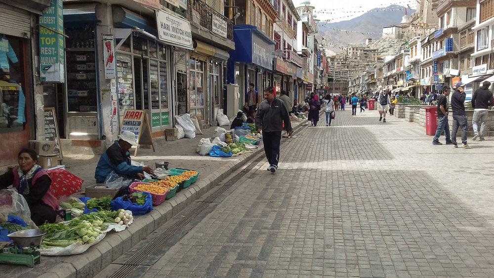 Shopping street in the Leh bazaar. Image:  © Manoj Gupta