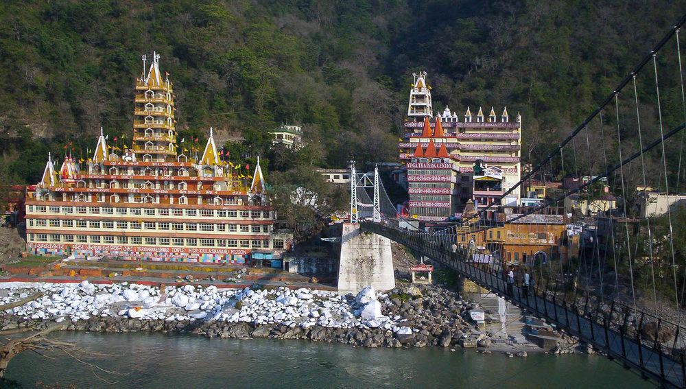 The Lakshman Jhula bridge over the Ganges at Rishikesh. Image:  Meg and Rahul