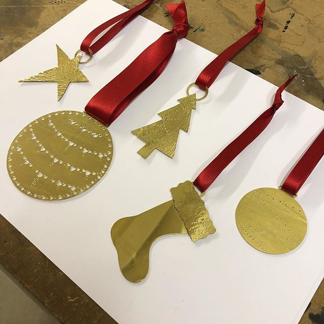 Tis the season! 🎅🏽 Preparing some Christmas decorations ahead of our evening class 🌲 #afsilversmith #christmas #christmasdecorations #handmade #glasgow #supportlocalmakers #twoweekstogo