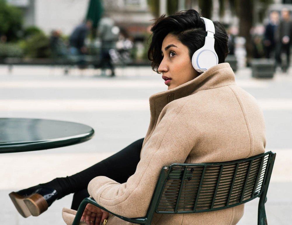 Wearhaus-Arc-Wireless-Audio-Sharing-Headphones-3-2.jpg