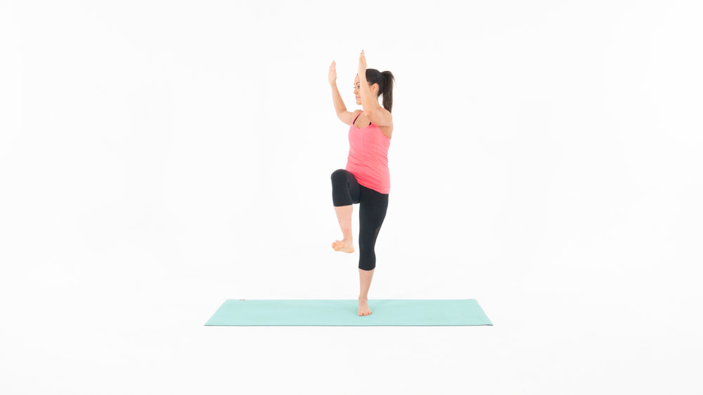 Target Muscles: Abs, Obliques 1. Start in the standing position with your feet shoulder width apart. 2. Bring your right elbow towards your left knee, while keeping your stomach nice and tight. 3. Bring your left elbow towards your right knee while keeping your stomach nice and tight. 4. Continue slow and controlled for 1 minute