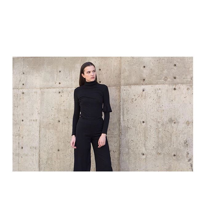 I know it's summer but I don't care! Black on black!  _____ Pleatism top | Black  #lacann #black