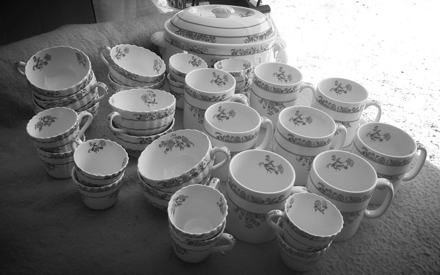 Host a tea party with this beautiful Spode tea set