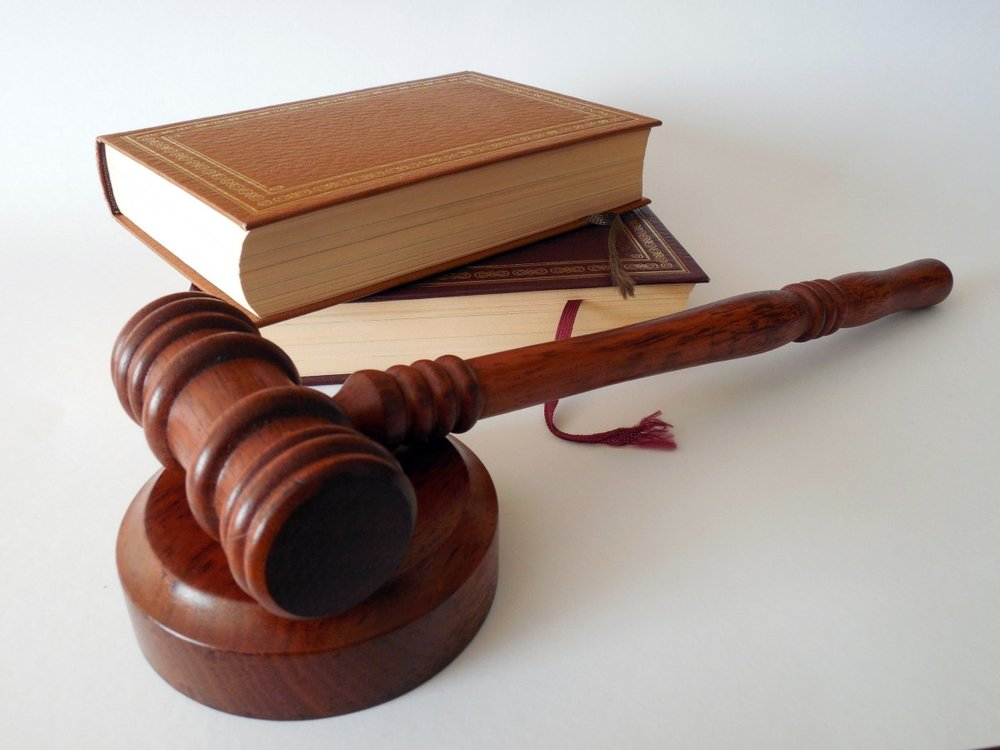 hammer_books_law_court_lawyer_paragraphs_rule_jura-738484.jpg!d.jpeg