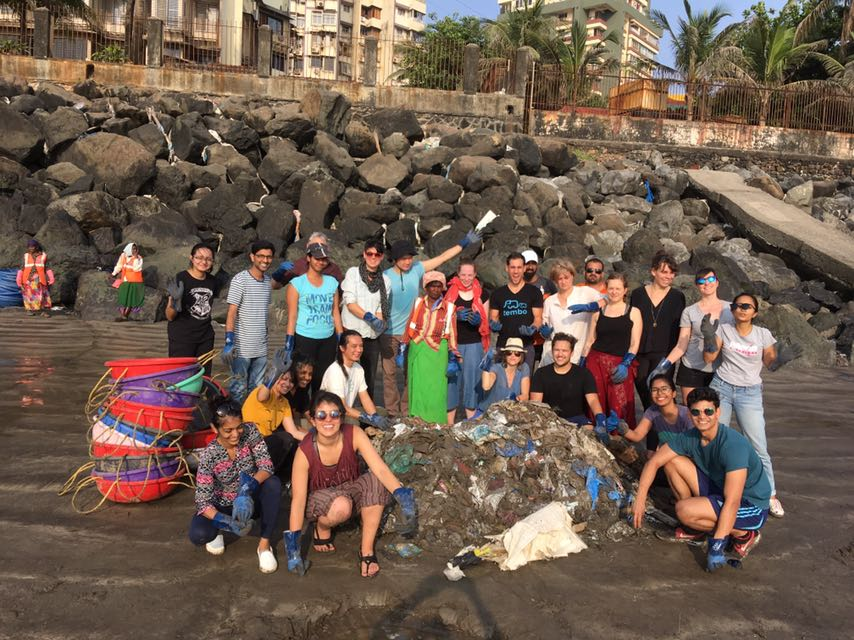 beach cleaning with afroz in mumbai