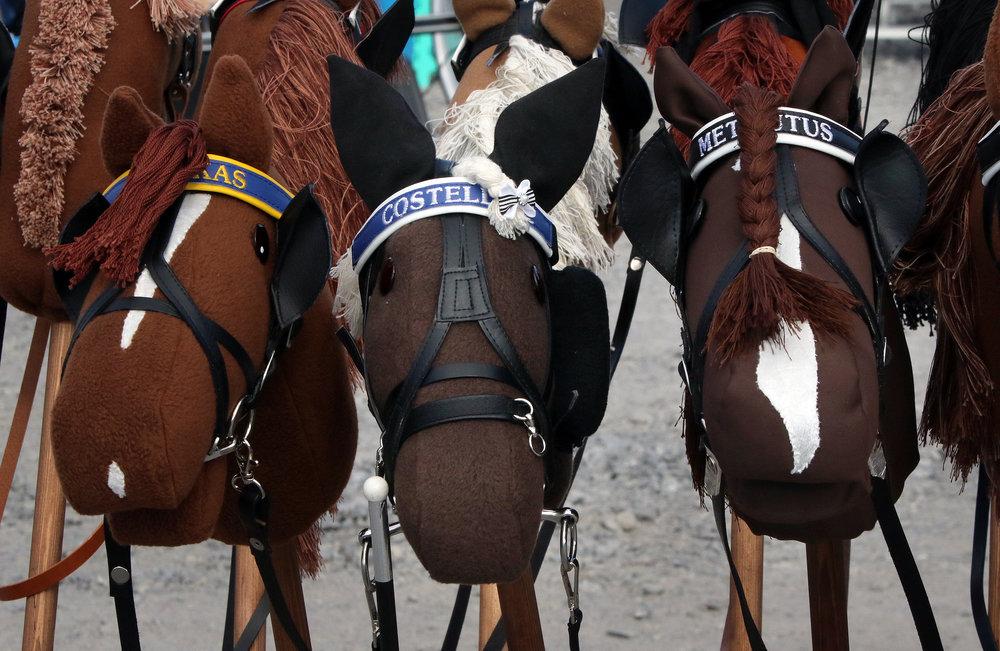 Nordic King -lähdön hevosista tehtiin keppihevoset myös viime vuonna. Viime vuoden huutokaupassa kallein oli Costellon näköiskeppari, mutta kuinka käy tänä vuonna?