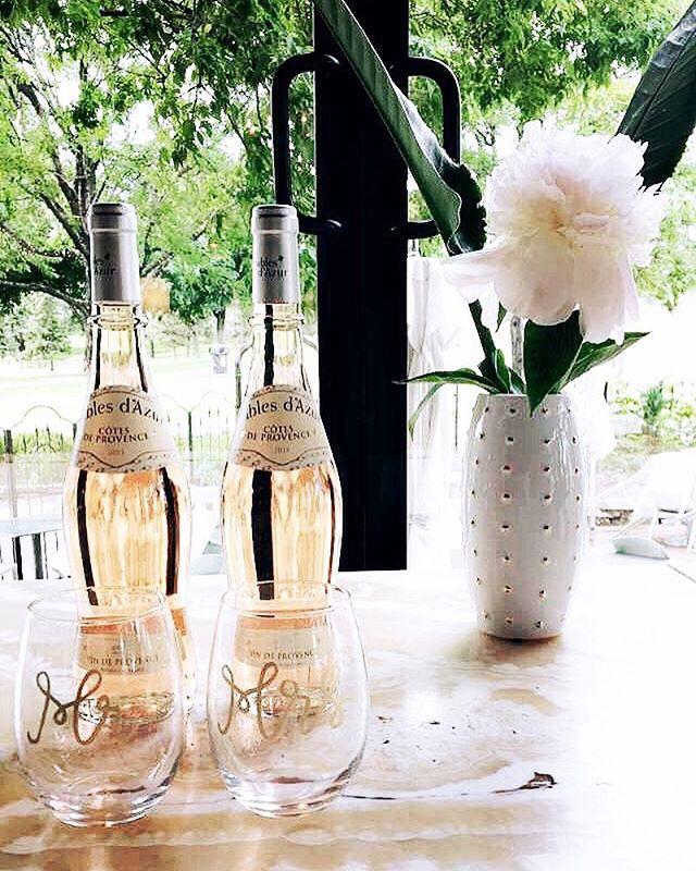 Peonies & rosé 👌🏼 Flowers curtesy of: @gracekleindesign  Mr. & Mrs. glasses: @goldenstrokelettering  #styledshoot #events #eventplanner #rosé #peonies #barlurcat #minneapolis #minnesota #weddings #minnesotabride #foreverbride #teamforeverbride #foreverbridetribe