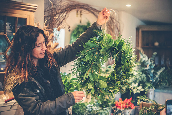 WREATH MAKINg  - 2.5 hoursSaturday 1st December at 13.00 & Monday 3rd December at 10.30am.  More dates to be added soon....£55 per person Create a beautiful winter wreath using an array of foliage, berries, cones and even feathers;; there is something for everyone at this workshop. It doesn't have to be a Christmas themed wreath and we encourage our students to experiment with different materials to create a unique winter wreath. The workshop includes refreshments and all equipment needed.We can also book private classes for up to six people on a day to suit you.  Minimum requirement 3 people / maximum 6 people per workshop at the studio or we can arrange larger classes at alternative locations. *subject to change