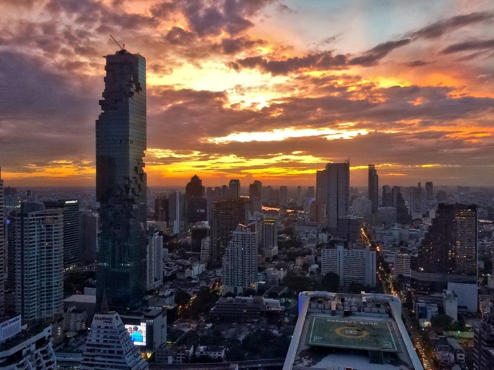 ….    Silom - Bangkok, Thailand    ..    สีลม - กรุงเทพ, ประเทศไทย    ….