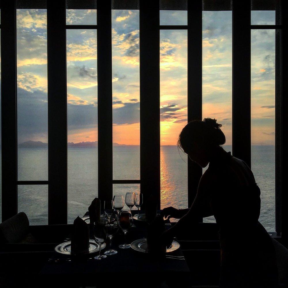 ….    I-TIM student Thom sets a table during her internship at the fine dining restaurant at the  Conrad  in Koh Samui.    ..   นักเรียนไอทิม ธอม กำลังจัดโต๊ะระหว่างฝึกงานที่ภัตตาคารระดับสูง ณ เดอะคอนราด เกาะสมุย  ….