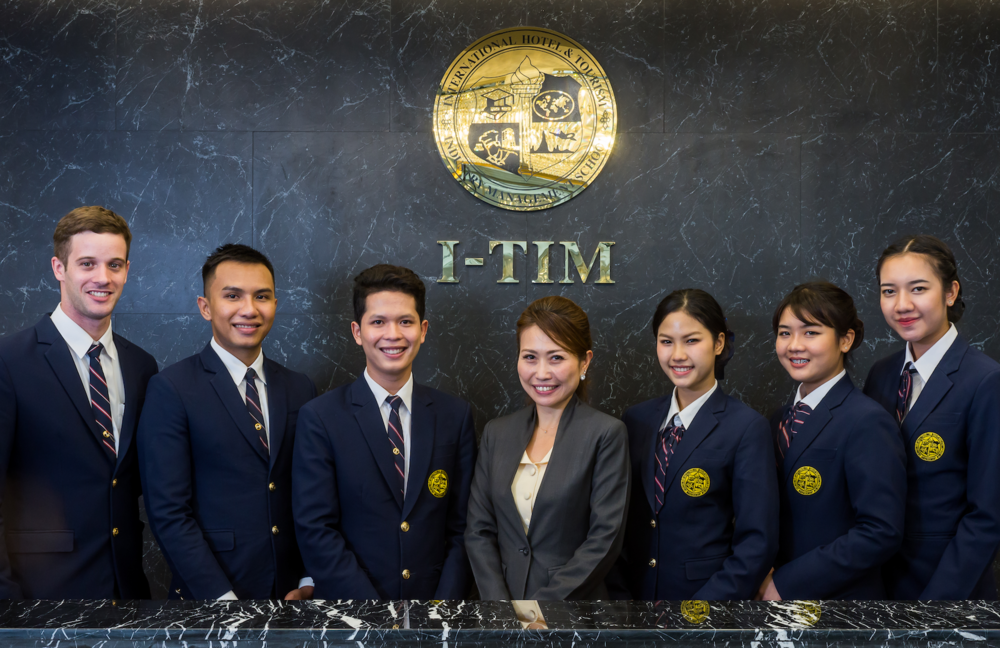 ….Our Expert Instructors..ผู้สอนมากด้วยประสบการณ์…. - ….Meet our team of passionate instructors who will guide you through our unique Swiss-American curriculum...พบกับทีมผู้สอนที่พร้อมทุ่มเท และนำคุณเข้าสู่การเรียนหลักสูตรผสมผสาน สวิส - อเมริกัน….