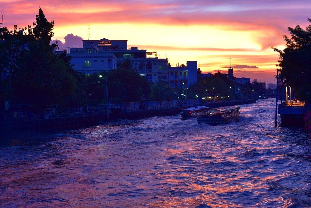 …. Sunset in the Bangkapi neighbourhood near the I-TIM campus. .. พระอาทิตย์ตกดินบริเวณคลองแสนแสบ ….
