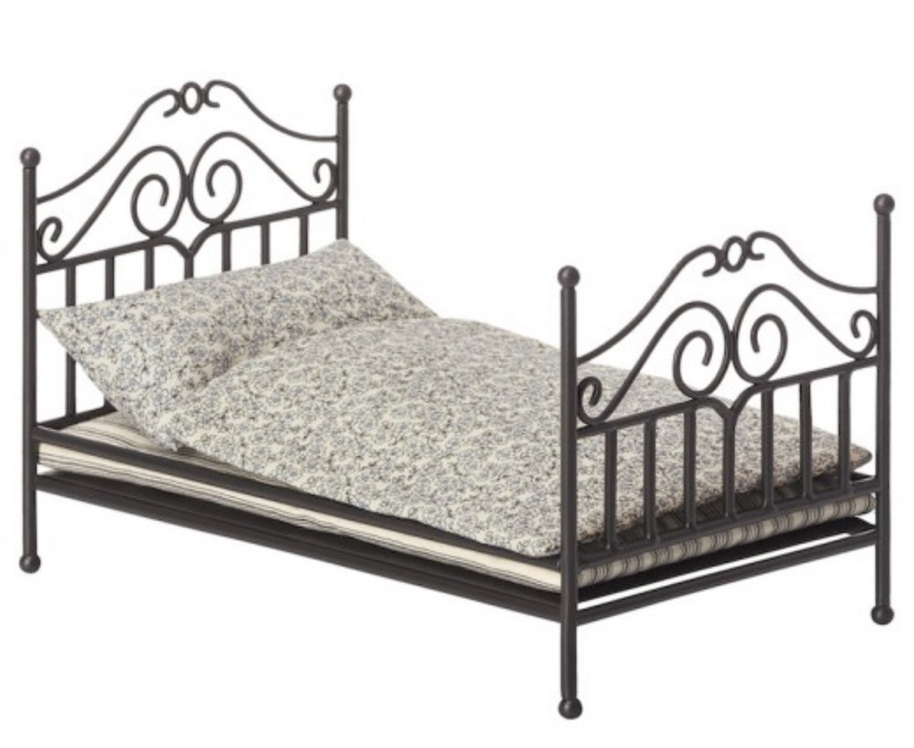 Maileg mice bed from Sister Guild