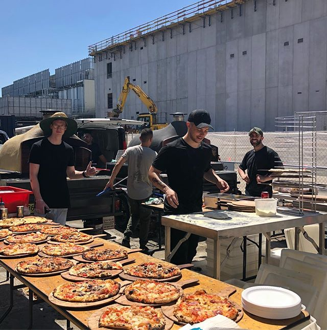 5 pizza chefs / 2 mobile Woodfired ovens / 300 + tradies @ A W Edwards. What an awesome and successful lunch. 🌞😎🍕✌️#pizzaparty #tradiesgettheladies #woodfired #pizza #pizzaemergency #margherita #hamandpineapple #garlicandcheese