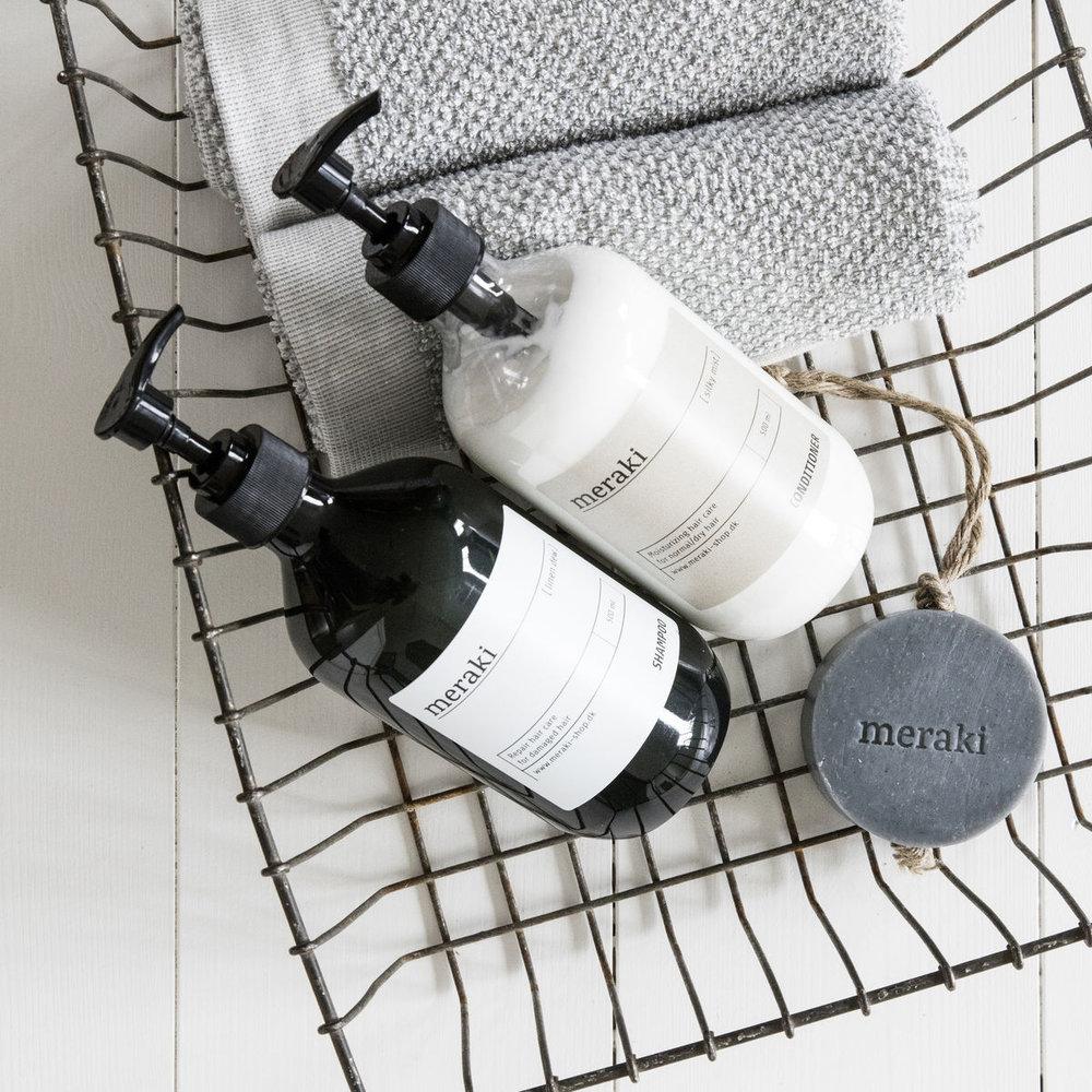 Meraki - Meraki erbjuder ett brett sortiment av livsstils- och hudvårdsprodukter producerade I Danmark. Deras produkter är lika populära i ett stilleben som de är härliga att tvätta sig med.