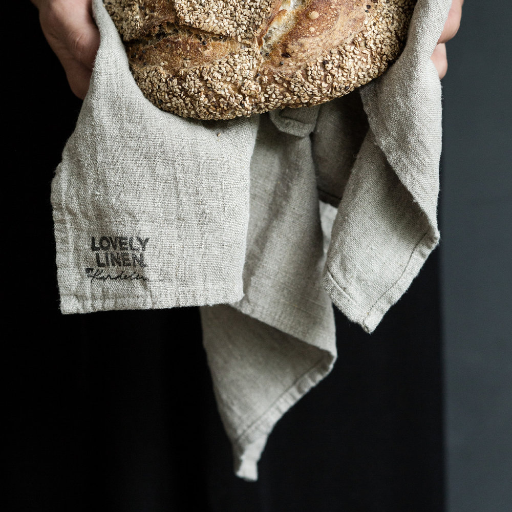 Kardelen - Med lin som enda material är Kardelens förhoppning att deras produkter ska bidra till att skapa levande, varma och personliga hem.Linne har en förmåga att addera det där lilla extra.
