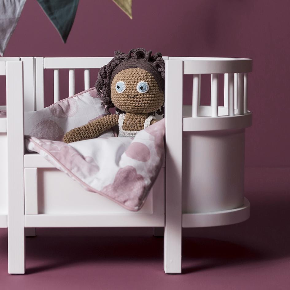 Sebra - Sebra Interiör har designat kvalitetsmöbler, textilier och leksaker till barnrummet i mer än 10 år. De är bland annat kända för sina virkade gosedjur och sin ursnygga