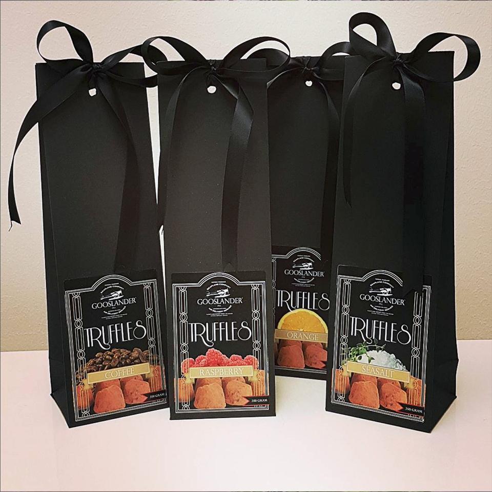Gooslander Tryffles - Dessa göteborgstillverkade godsaker,gjorda på svenska råvaror är bland det godaste man kan njuta av – gärna till nybryggt kaffe.Passar bra för vegetarianer.
