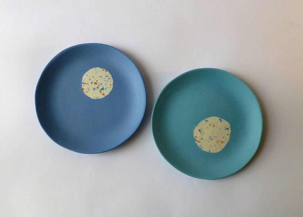 cargo two blue plates.jpg