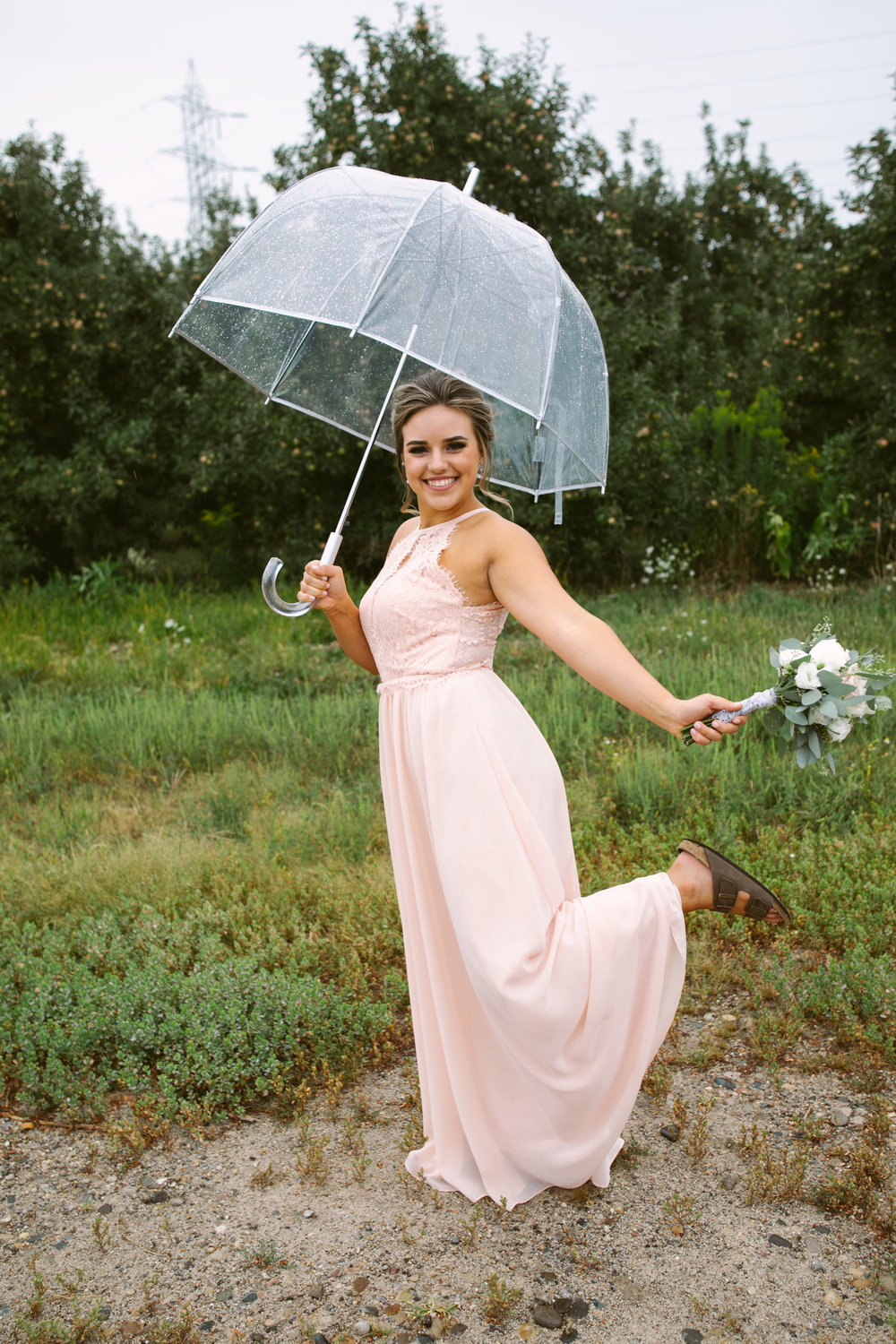 grandrapidswedding_grandrapids_grandrapidsweddingphotographer_countrywedding_orchardwedding_rainyweddingday_rain_summerwedding_grandrapidsphotographer_luna_lunawedding_jessicadarling_jdarlingphoto_ericaandaj012.jpg