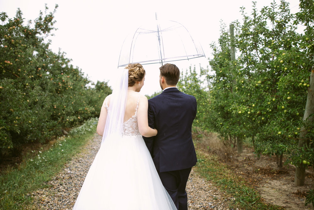 grandrapidswedding_grandrapids_grandrapidsweddingphotographer_countrywedding_orchardwedding_rainyweddingday_rain_summerwedding_grandrapidsphotographer_luna_lunawedding_jessicadarling_jdarlingphoto_ericaandaj018.jpg