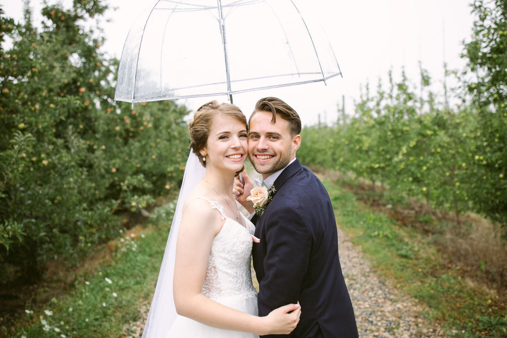 grandrapidswedding_grandrapids_grandrapidsweddingphotographer_countrywedding_orchardwedding_rainyweddingday_rain_summerwedding_grandrapidsphotographer_luna_lunawedding_jessicadarling_jdarlingphoto_ericaandaj020.jpg