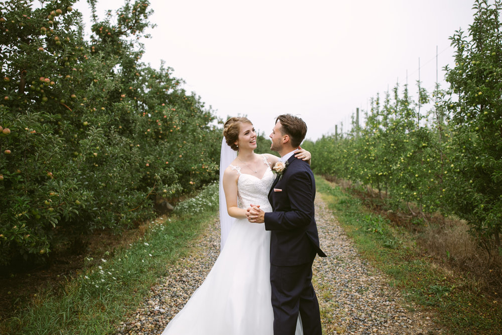 grandrapidswedding_grandrapids_grandrapidsweddingphotographer_countrywedding_orchardwedding_rainyweddingday_rain_summerwedding_grandrapidsphotographer_luna_lunawedding_jessicadarling_jdarlingphoto_ericaandaj021.jpg