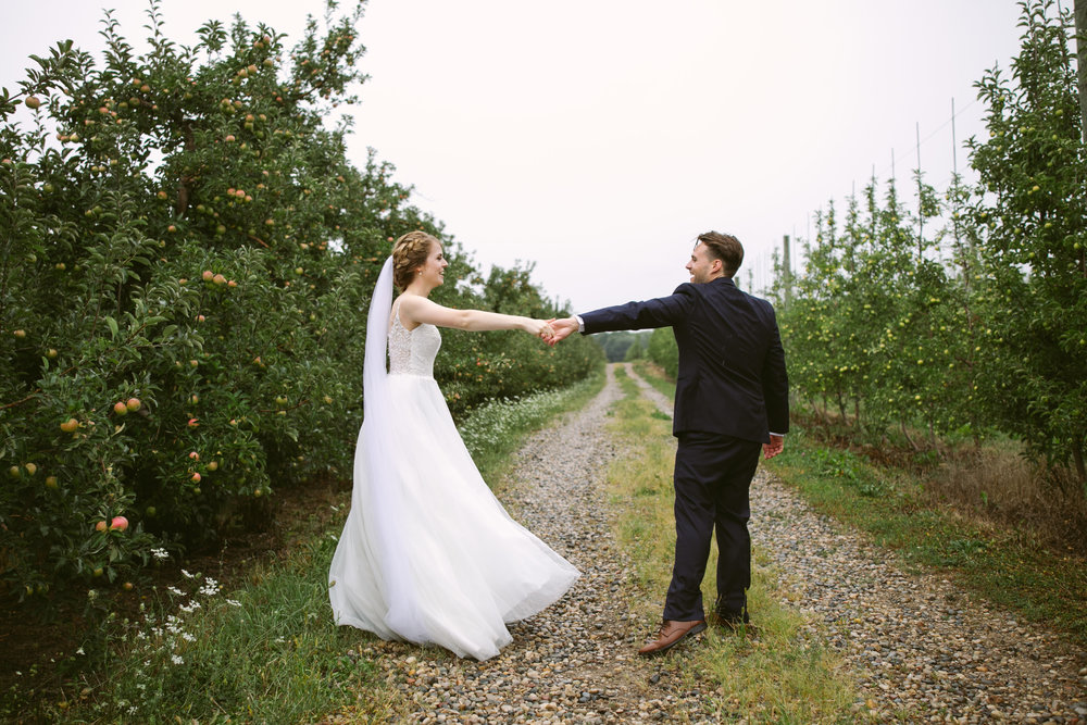 grandrapidswedding_grandrapids_grandrapidsweddingphotographer_countrywedding_orchardwedding_rainyweddingday_rain_summerwedding_grandrapidsphotographer_luna_lunawedding_jessicadarling_jdarlingphoto_ericaandaj022.jpg
