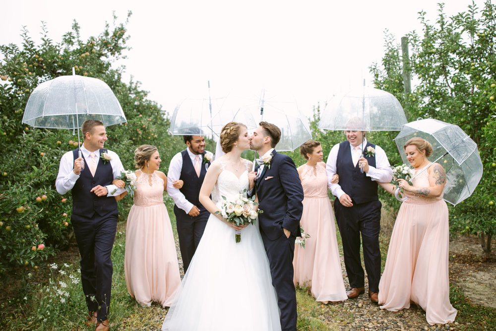 grandrapidswedding_grandrapids_grandrapidsweddingphotographer_countrywedding_orchardwedding_rainyweddingday_rain_summerwedding_grandrapidsphotographer_luna_lunawedding_jessicadarling_jdarlingphoto_ericaandaj032.jpg