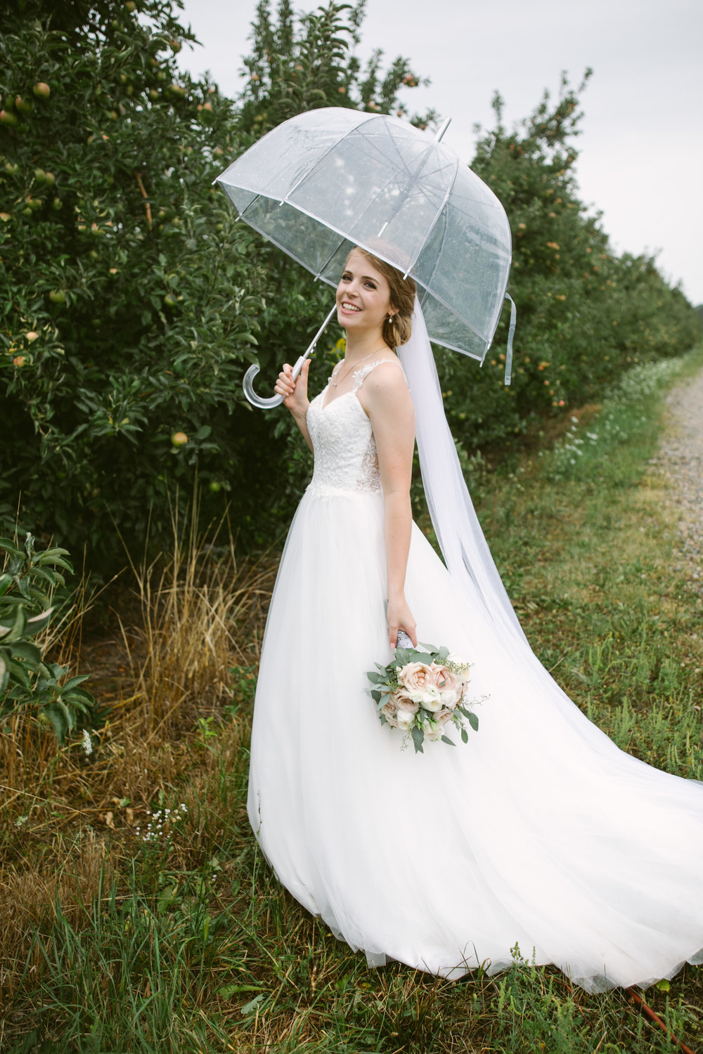 grandrapidswedding_grandrapids_grandrapidsweddingphotographer_countrywedding_orchardwedding_rainyweddingday_rain_summerwedding_grandrapidsphotographer_luna_lunawedding_jessicadarling_jdarlingphoto_ericaandaj043.jpg