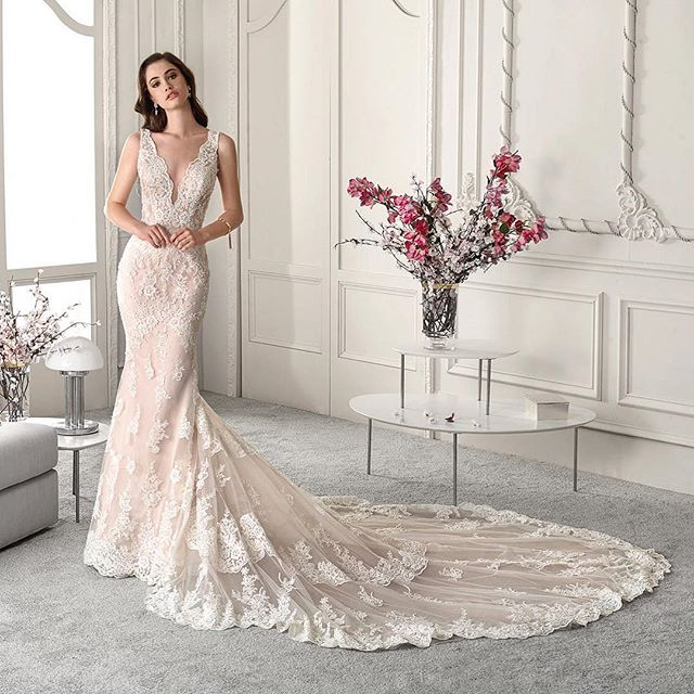 When the front of the wedding dress is equally as jaw dropping as the back & train... You know you have a winner 🤩🎉 This new @demetriosbride style is available for you to try on now!