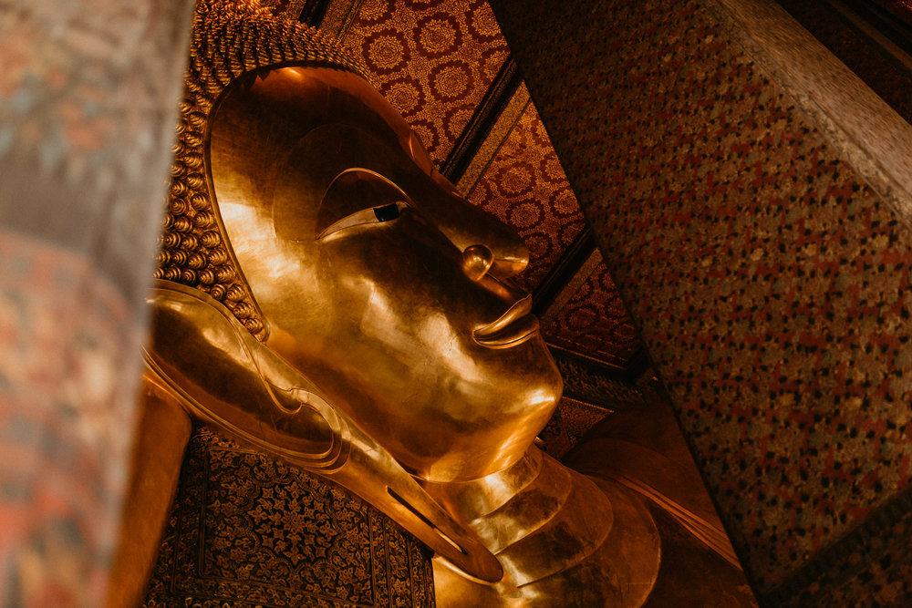Face of the reclining buddha.jpg