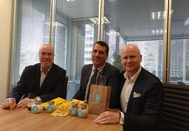 Marcos Molinaro, diretor regional da Nutrition Innovation na América Latina, e David Kannar e Matthew Godfrey, fundador e CEO da empresa, respectivamente (Foto: Rafael Carneiro/ Época Negócios)