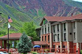 holiday-inn-express-glenwood-springs-EXTERIOR.JPG