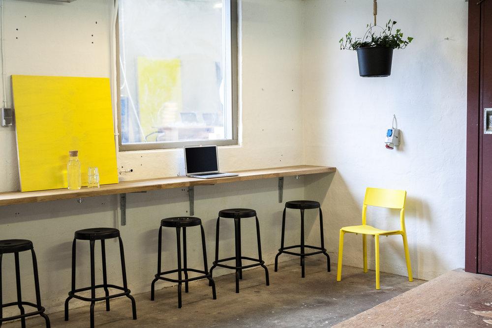 Rummet laptop stol plante vindue.jpg