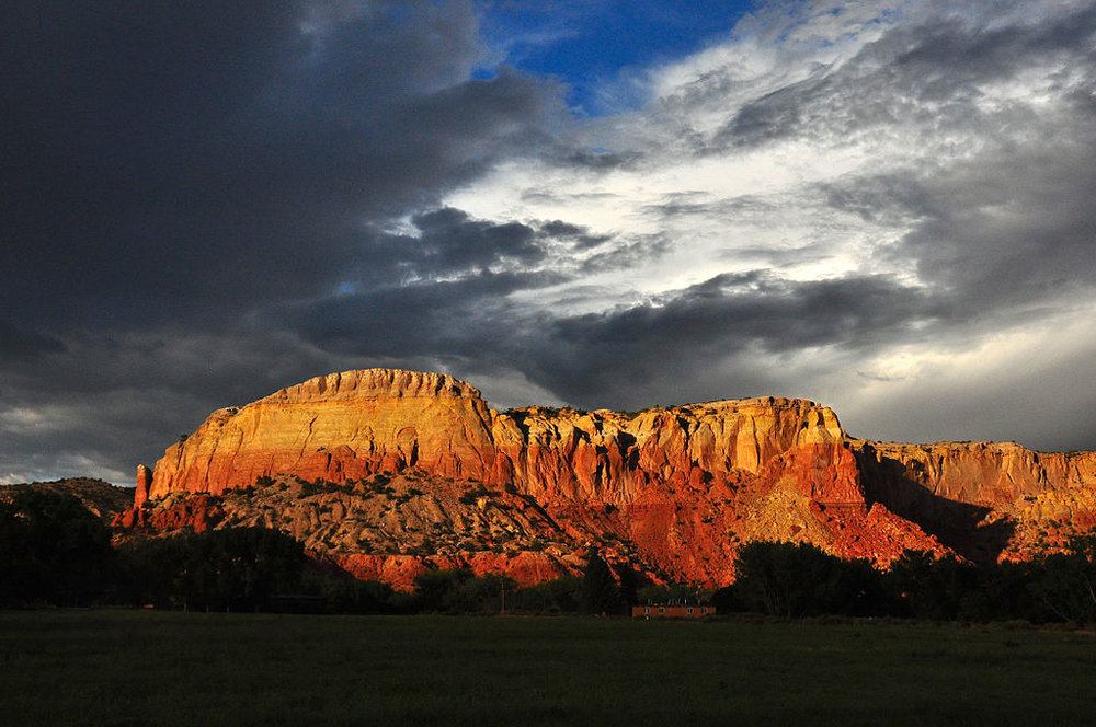 1024px-Ghost_Ranch_redrock_cliffs,_clouds.jpg