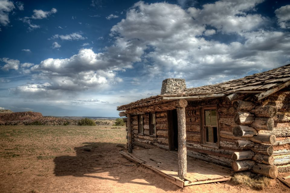 Cabin_on_Georgia_OKeefes_Ghost_Ranch_in_Abiquiu_New_Mexico._.jpg