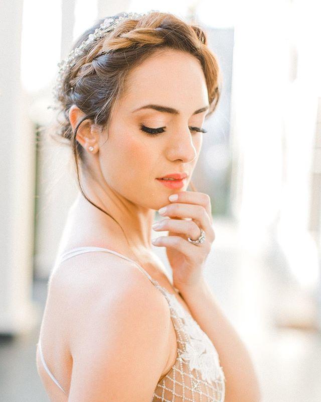 Want to look like the glowing, radiant, best version of yourself? I'm your gal. 🙋♀️ #bethanyyackelbeauty  photography // @emifujiiphotography design & styling // @willowandivyevents floral design // @dandyflowerco cake // @eatmorecakebycandice rentals // @wandereventrentals stationery & calligraphy // @santafepaperco wedding dress // @thedresstheoryseattle videography // @silverscreenweddings makeup // @bethanyyackelbeauty hair // @urbanistaweddings linen // @nettle_textiles ribbon // @heyitsohsopretty venue // Rainier Chapter House Models: @mckennaherzog & @markherzog12