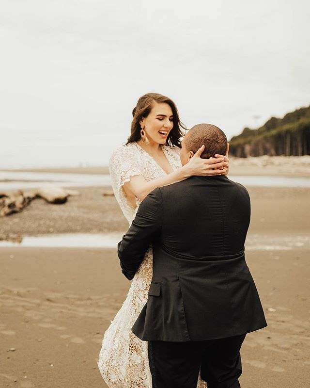 Happy Saturday ya'll. Please enjoy this image of an adorable couple doing adorable couple things. Also, so freaking excited for wedding season! 🎉  Photography @solaleephoto Videography @samueleephoto Design/Styling @rockandstoneweddings Floral design @diamondevents_floral Dress @sarahseven from @thedresstheoryseattle HMUA @bethanyyackelbeauty Stationery @thefancycatstudio Cake @siftandgather Macarons @scarlet_nantes Rentals @balancingballoons Couple @taylor.smithphoto & Colton Smith