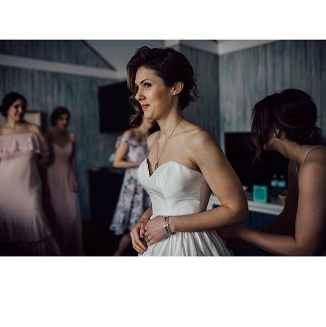 This magic moment ✨ Make-up and hair:@glitzgalz  Photo: @liat.a  Venue: @sherwoodinnweddings • • • #muskokamakeupandhair #muskokaweddings #bridalmakeupartist #makeup #hair #mobile #muskokawedding #muskokabride #wedding #weddinghair #weddingmakeup #weddingmakeupartist #bridal #bridetobe #engaged #love #happilyeverafter #weddingphotography #weddingplanner #weddingvenue #newmarketmakeupartist #newmarketwedding #muskokalife #bride #bridesmaids #weddinggoals #getupandglow