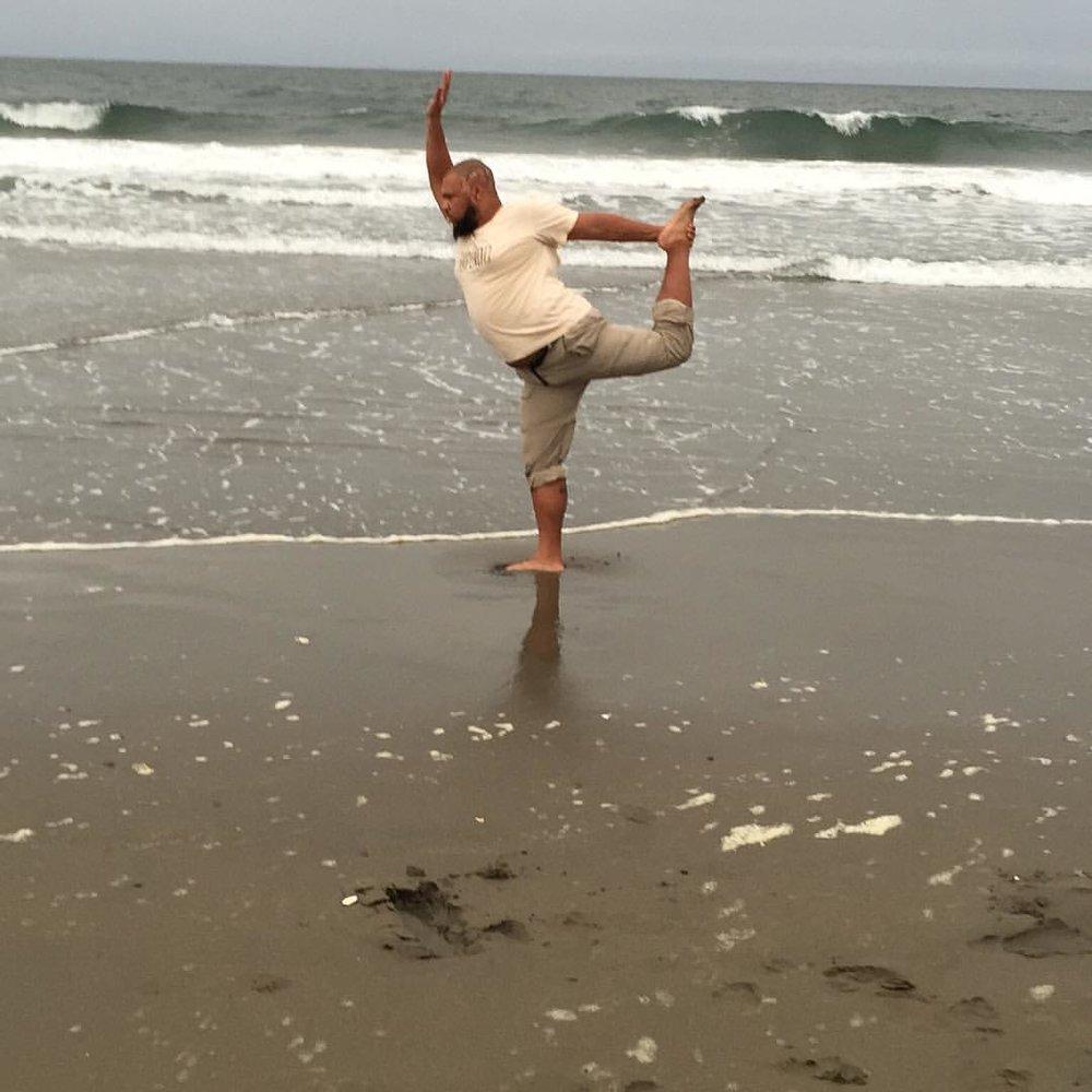 #dancer on the beach.  #yoga #yogisofinstagram  (at Ocean Beach, San Francisco)