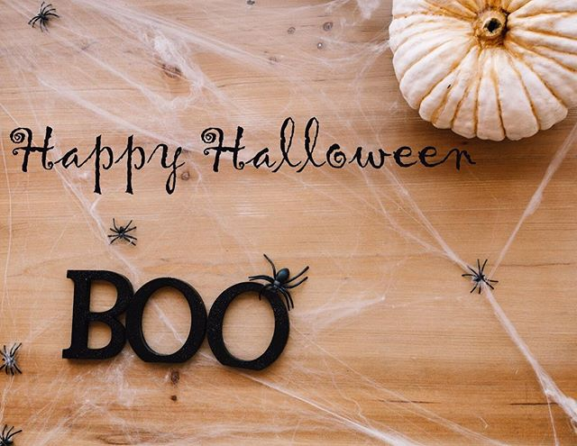 Wishing all the children of our community a fun and spooky Halloween filled with lots of yummy treats!!! 🍁🌙🍬🍭👀👓 @foresthillsvisionassociates #halloween #fall2017 #foresthillsny  #treakortreat🎃 #eyedoctor #pediatriceyecare #eyecare
