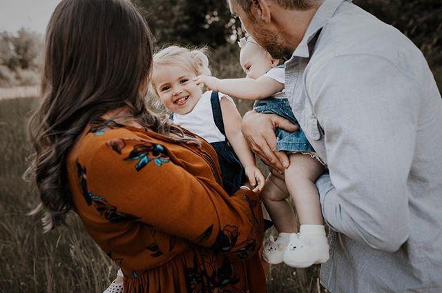 Fall is for family sessions. ❤️ . . . . #caitkennedyphotography #familyphotography #langleyphotographer #thefraservalley #langleyfresh #photobugcommunity