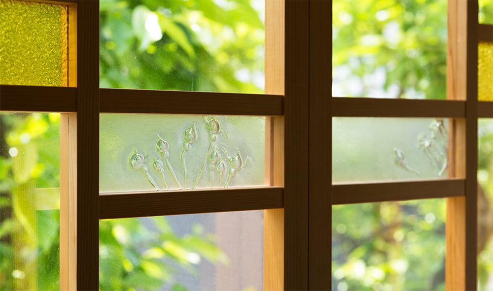 東京I邸「6月のバラを集めた飾り窓」  →詳しく見る
