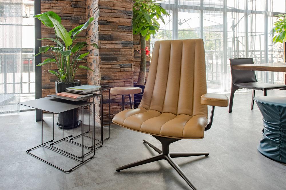 各行各业的办公室亦开始提高在实用性及舒适度方面的要求,变得更多样化及更具实用性。图为上海展厅实景